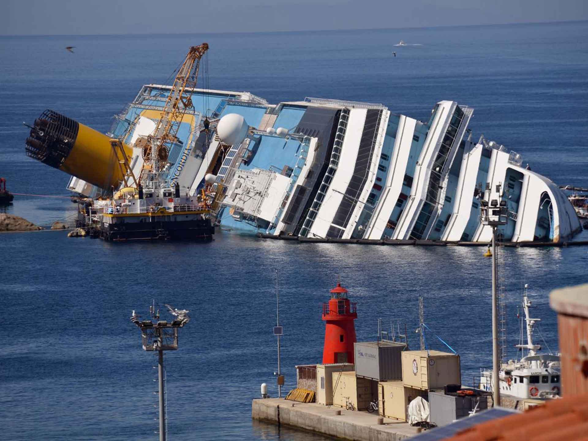 23-Costa-Concordia-AFPGet-web