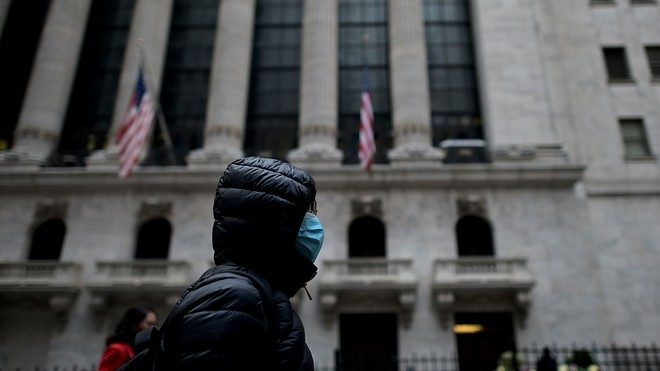 Equity come antidoto al panico, mentre gli effetti del coronavirus si fanno sentire a Wall Street